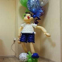 Футболист с шариками