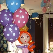 Принцесса из шаров с букетом