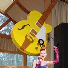 Девушка и гитара