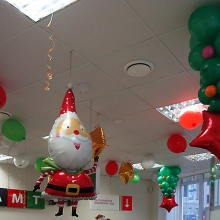 Новогоднее украшение шарами