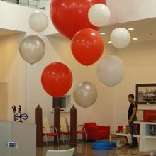 Инсталляция из больших шаров 0,6 — 1,5 м