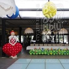 Украшение зала шариками