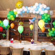 Арка из воздушных шаров в ресторане